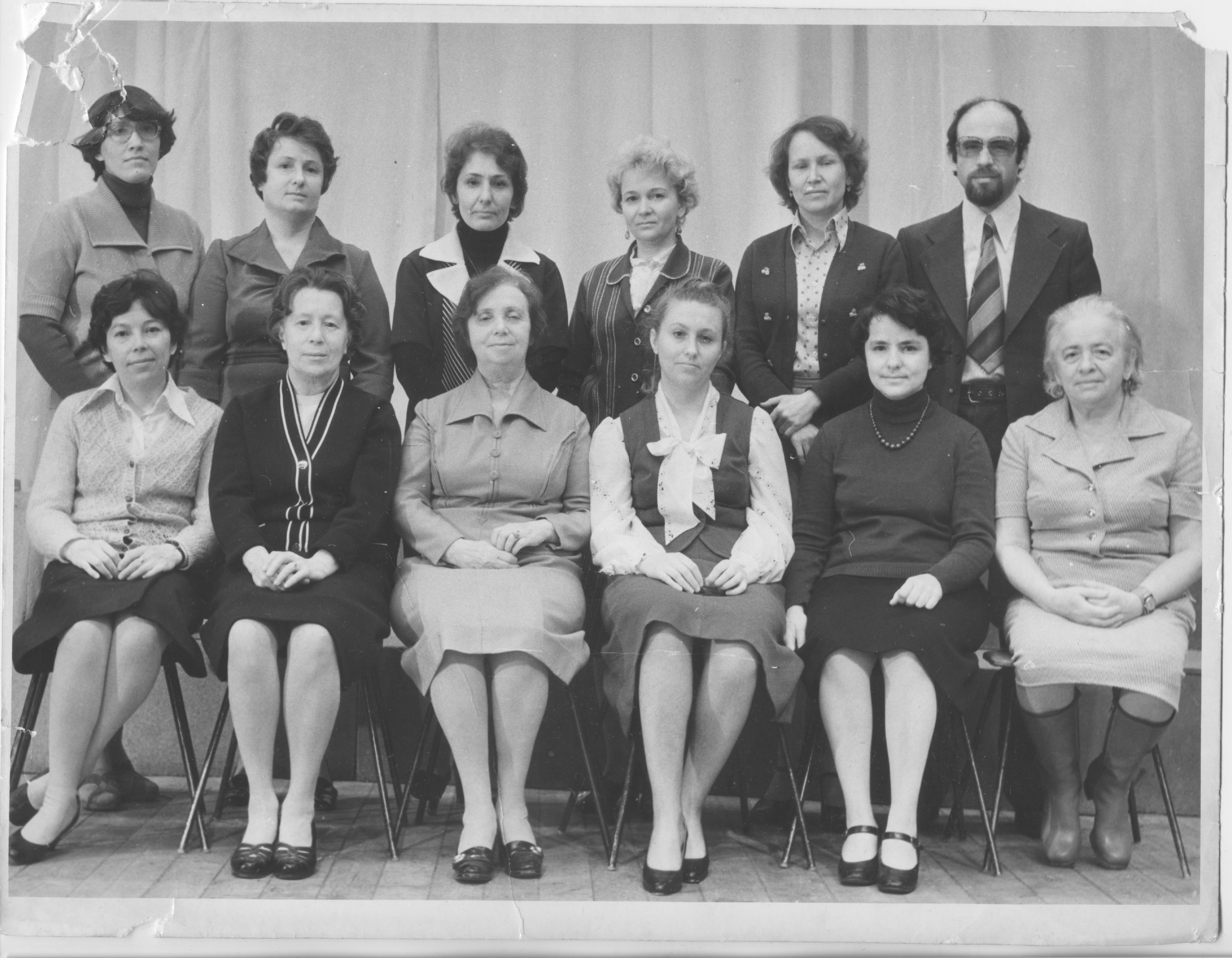 (На фото 1979 г. В первом ряду (слева направо): Н.А. Токарева, Е.Е. Герасимова, Д.С. Ходяшева, В.В. Галян, Л.А. Борисова, Т.М. Хазанзун. Стоят: Н.В. Гудзь, Т.И. Шадрова, Л.Е. Латышева, А.В. Фишер, Г.В. Герасимова, М.З. Хазанзун.)